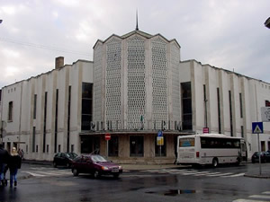Photo of the façade of Győr's János Richter Hall (Richter János Terem) Győr, Hungary (20 October 2002)