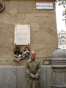 Photo of Harold Schiffman standing next to the Dohnányi Ernő memorial plaque and road sign for Dohnányi Ernő út, the street honoring and bearing his mentor Ernst von Dohnányi's name. Budapest, Hungary (26 September 2007)