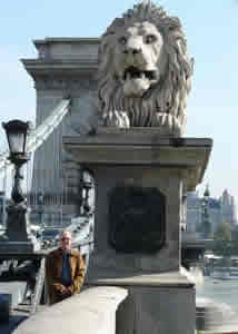 Photo of Harold Schiffman and a fellow Leo at the East end of the Chain Bridge (Széchenyi Iándhíd) that spans the Danube and joins the formerly separate cities of Buda and Pest. Budapest, Hungary (24 September 2007)