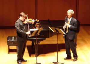 Photo of première of Duo Concertante for Violin and Clarinet (1993); Aaron Boyd, violin; Richard Goldsmith, clarinet; Gilder Lehrman Hall (9 March 2008). Photograph by A. J. Leslie
