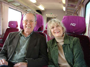 Harold Schiffman and Jane Perry-Camp en route from Győr to Budapest via train (18 October 2008)
