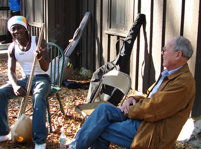 Sana Ndiaye and Harold Schiffman with an ekonting. Suwannee Banjo Camp, O´Leno State Park, Florida (23 March 2008)