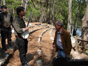 Photo of Harold Schiffman with banjoist Ken Perlman. Suwannee Banjo Camp, O´Leno State Park, Florida (19 March 2006)